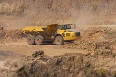 Caminhão e escavadora imagem de stock