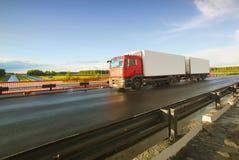 Caminhão e estrada no por do sol Foto de Stock