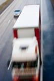 Caminhão e movimento borrado carro Fotos de Stock