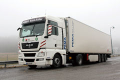 Caminhão e reboque do homem TGX 18,480 Fotografia de Stock Royalty Free