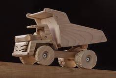 Caminhão feito a mão das variedades diferentes de madeira, isoladas no preto imagens de stock royalty free