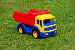 Caminhão grande do brinquedo na grama Fotografia de Stock Royalty Free