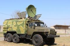 Caminhão militar de uma comunicação fotos de stock
