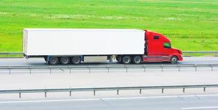 Caminhão movente em branco do quadro de avisos Foto de Stock