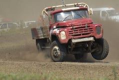 Caminhão na curvatura da trilha dos esportes Fotografia de Stock Royalty Free