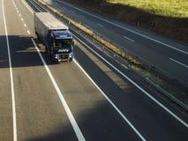 Caminhão na estrada Imagens de Stock Royalty Free