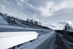 Caminhão no movimento Fotografia de Stock Royalty Free