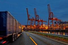 Caminhão no porto Fotografia de Stock Royalty Free