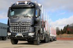 Caminhão novo da madeira de Mercedes-Benz Arocs 3263 Foto de Stock Royalty Free