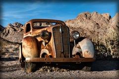 Caminhão oxidado velho na cidade de Nelson Ghost, EUA Imagens de Stock