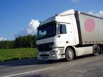 Caminhão pela estrada Foto de Stock Royalty Free