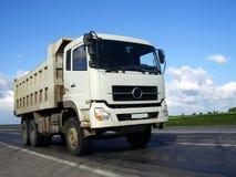 Caminhão pela estrada Fotos de Stock