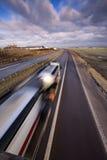 Caminhão que move-se rapidamente. Imagens de Stock