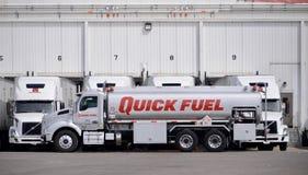 Caminhão rápido do gás de combustível fotos de stock