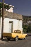 Caminhão retro amarelo fotografia de stock royalty free