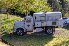 Caminhão soviético/caminhão da guerra fria no museu da aviação, Rimini, Itália fotografia de stock royalty free