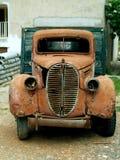 Caminhão velho alaranjado foto de stock
