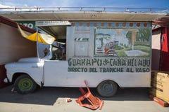 Caminhão velho com projeto extravagante, Ciudad Bolivar do alimento, Venezuela Fotografia de Stock