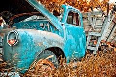 Caminhão velho da exploração agrícola fotos de stock royalty free