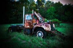 Caminhão velho da exploração agrícola Fotografia de Stock Royalty Free