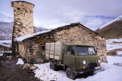 Caminhão velho do russo no svanetia fotos de stock royalty free