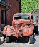 Caminhão velho e edifícios velhos Fotos de Stock Royalty Free