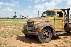 Caminhão velho no campo Fotos de Stock Royalty Free