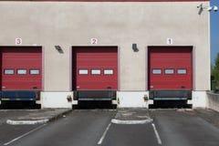 Caminhão vermelho das docas imagens de stock