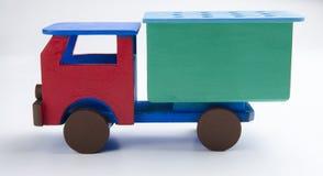 Caminhãozinho. Pequeno caminhão de brinquedo de madeira vermelho e verde. Small red and green wooden toy truck Stock Image