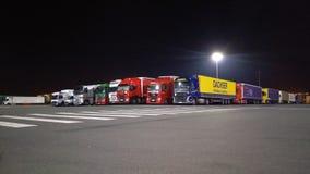Caminhões de espera Imagens de Stock