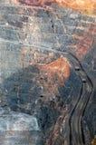 Caminhões na mina de ouro super Austrália do poço fotos de stock