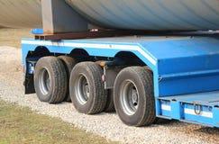 Caminhões para o transporte excepcional com muitas rodas Fotos de Stock Royalty Free