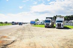 Caminhões parados nas estradas para o protesto o aumento diesel do preço Foto de Stock