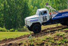 Caminhões que competem na trilha unpaved Imagens de Stock