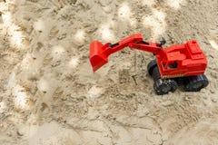 Caminhões vermelhos do brinquedo no campo de jogos da areia Imagens de Stock Royalty Free