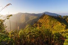 A caminhada à parte superior da montanha Imagem de Stock