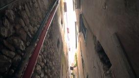 Caminhada através das catacumbas Minturno Itália da cidade vídeos de arquivo