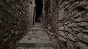 Caminhada através das catacumbas Minturno Itália da cidade video estoque