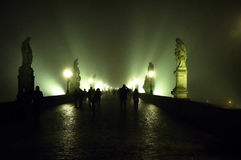 Caminhada através de uma névoa Fotografia de Stock