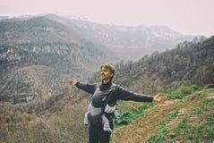 Caminhada com o bebê em montanhas armênias Fotos de Stock Royalty Free