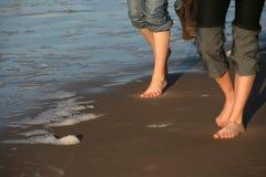 Caminhada com os pés descalços Fotografia de Stock Royalty Free