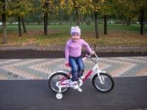 Caminhada da bicicleta Fotos de Stock Royalty Free