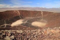Caminhada da cratera de Amboy fotografia de stock