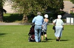 Caminhada da família imagens de stock