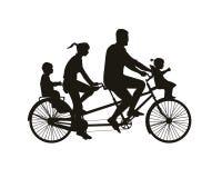 Caminhada da família na bicicleta em tandem ilustração royalty free