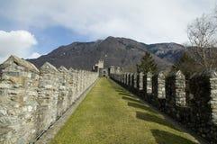 Caminhada da grama do castelo Foto de Stock Royalty Free