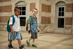 Caminhada da jarda de escola foto de stock