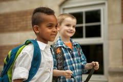 Caminhada da jarda de escola Imagem de Stock Royalty Free