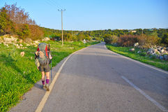Caminhada da menina fotografia de stock