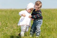Caminhada da mola de duas crianças Fotos de Stock Royalty Free